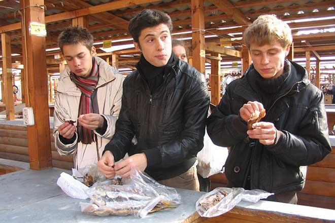 Фото №6 - Звезды в Листвянке: «Дом-2» в Тальцах, «Папины дочки» в музее, «Курсанты» на рынке