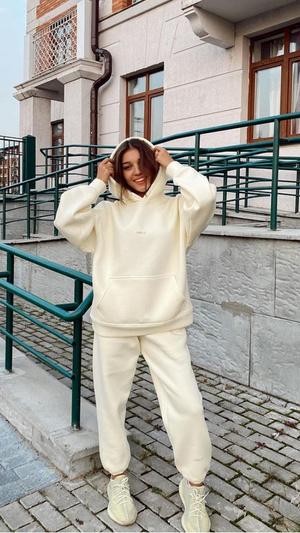 Фото №3 - С чем носить худи: повторяем луки Оли Шелби, Ани Музафаровой и Юли Гаврилиной
