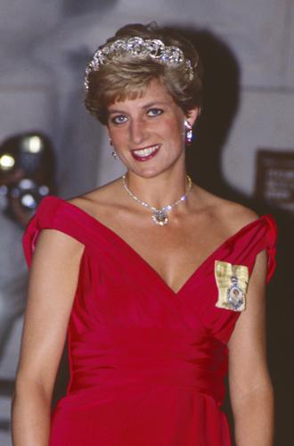 Фото №12 - 60 красных нарядов: как принцесса Диана носила любимый цвет