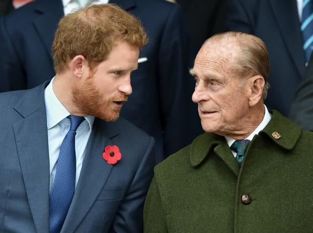 Фото №1 - Все сложно: как изменились отношения Гарри и принца Филиппа после «Мегзита»