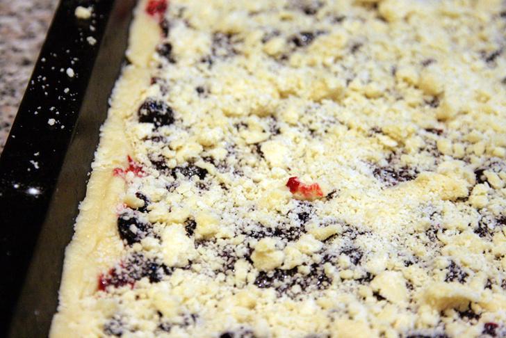 Фото №2 - Сладкий обсыпной пирог: мастер-класс