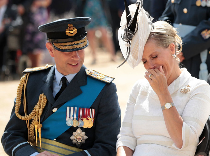 Фото №2 - История одного скандала: как «любимая невестка Королевы» и принц Эдвард зарабатывали на титулах