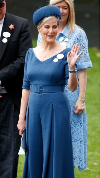 Фото №6 - Звезда Аскота: новые образы графини Софи, которыми точно гордится Королева
