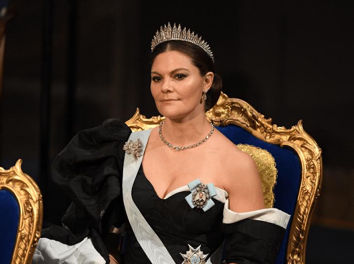 Фото №3 - Парад тиар в Стокгольме: шведская королевская семья на вручении Нобелевской премии