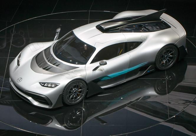 Фото №1 - На волю выпущен тысячесильный гиперкар Mercedes-AMG Project ONE