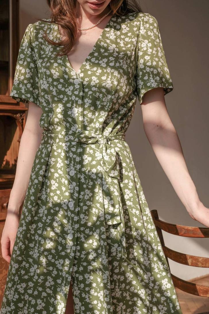 Фото №11 - Летом всем нам нужно платье в цветочек. Вот 20 нежных вариантов