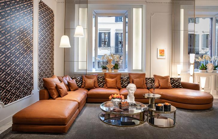 Фото №2 - Новая коллекция Versace Home в Милане