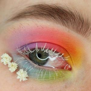 Фото №3 - Как использовать белый цвет в макияже: 4 способа