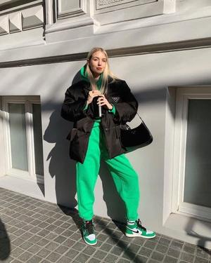 Фото №2 - Как носить ярко-зеленый цвет— самый модный в этом сезоне
