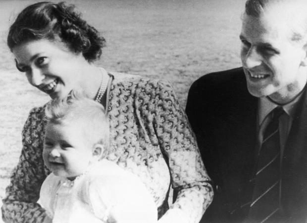 Фото №2 - Новая эпоха: как рождение принца Чарльза положило конец многовековой традиции