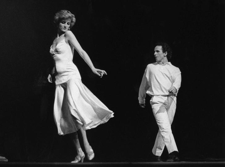 Фото №1 - История самого провокационного танца принцессы Дианы
