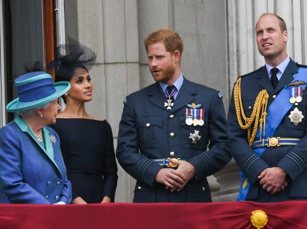 Фото №1 - Как Королева реагирует на конфликт между принцами Уильямом и Гарри