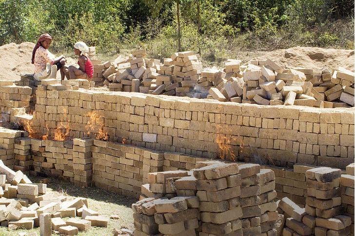 Фото №7 - Распилить поровну: деревня фуа-гра, кирпичи на самогоне и алюминиевая столица Мадагаскара