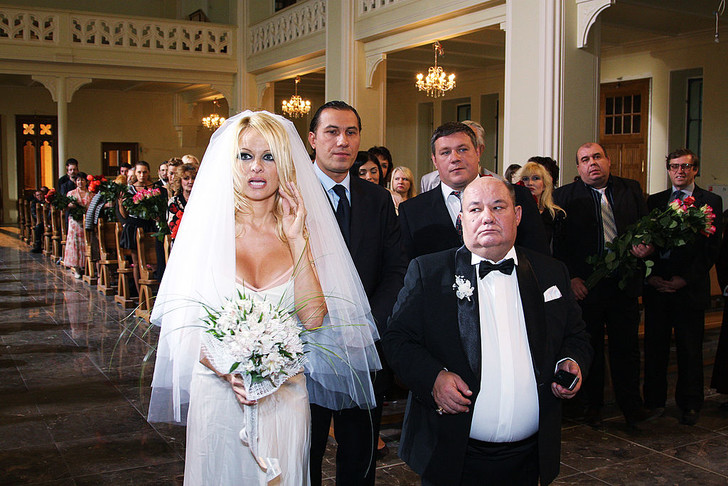 Звезды за 50 в свадебных платьях