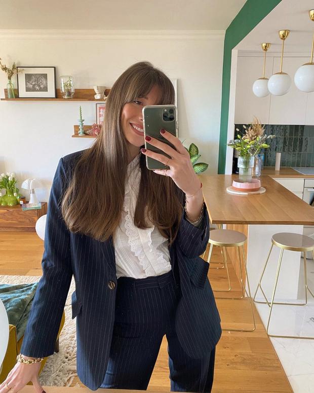 Фото №1 - Костюм в полоску— лучшая инвестиция в гардероб: доказывает француженка Жюли Феррери