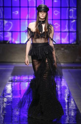 Фото №15 - Ищите женщину: женские образы на миланской неделе мужской моды