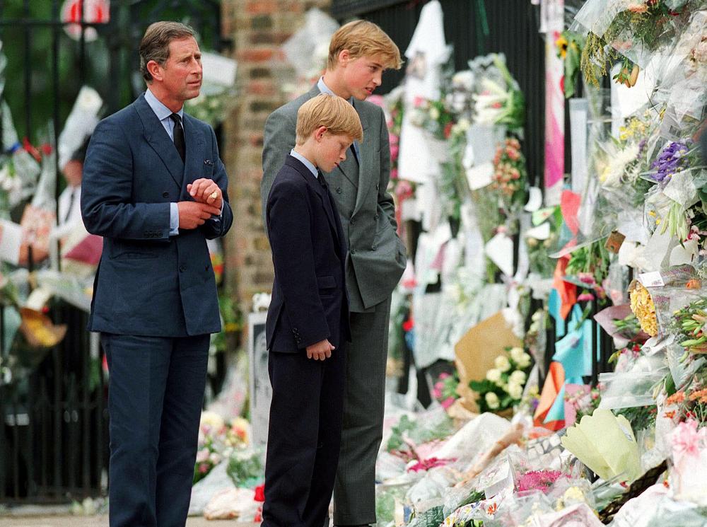 Фото №2 - О чем принц Чарльз попросил Гарри и Уильяма перед похоронами принцессы Дианы