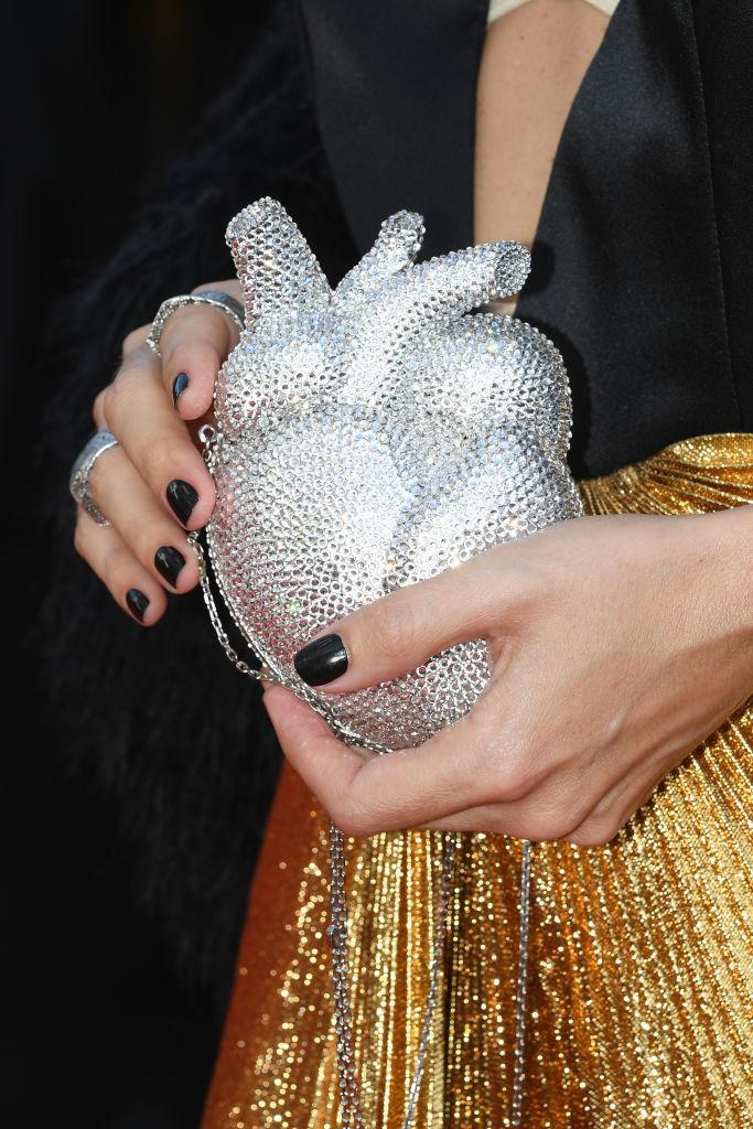 Фото №2 - Главный аксессуар Каннского кинофестиваля 2021— сумка-сердце Gucci анатомической формы