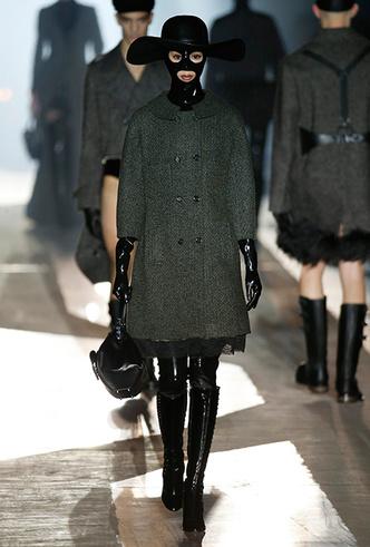 Фото №3 - Мех, нейлон и латекс: женщина-2018 глазами дизайнеров Недели мужской моды в Милане