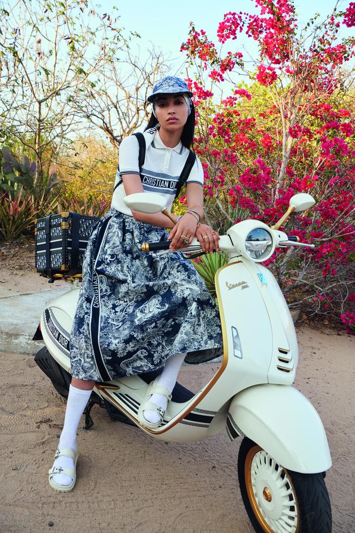 Фото №1 - Крупным планом: новый скутер Dior x Vespa