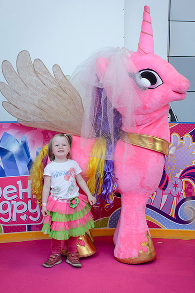Фото №6 - Поклонники My Little Pony провели весь день с любимыми героями