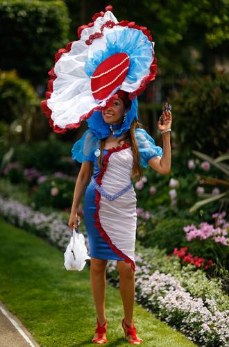 Фото №27 - Чья шляпа лучше: герцогиня Кембриджская и другие на Royal Ascot 2017