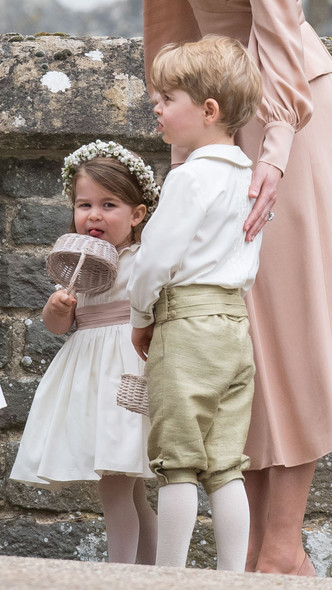 Фото №3 - Самые милые фото Джорджа и Шарлотты на королевских (и не только) свадьбах