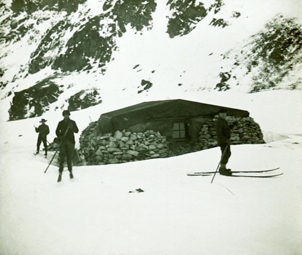 Фото №2 - В диких условиях: история полярных станций Антарктиды