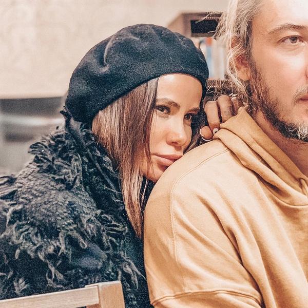 Фото №2 - «Дима не выдержал»: Айза Анохина намекнула на развод с мужем и назвала себя «всероссийской бывшей»