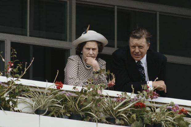 Фото №2 - За потерей потеря: в день похорон Филиппа умер еще один близкий для королевы человек