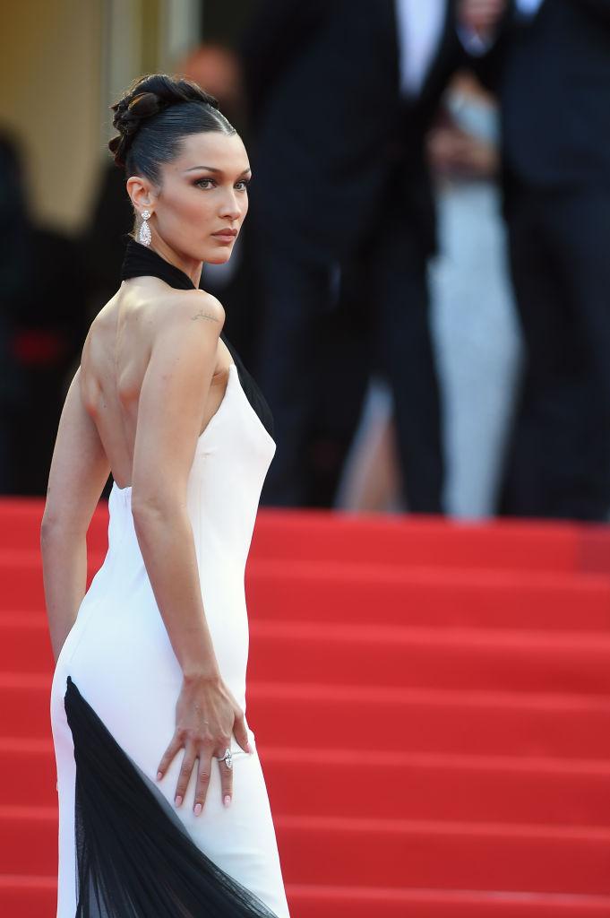 Фото №4 - Так выглядит совершенство: эффектный выход Беллы Хадид в платье Jean Paul Gaultier