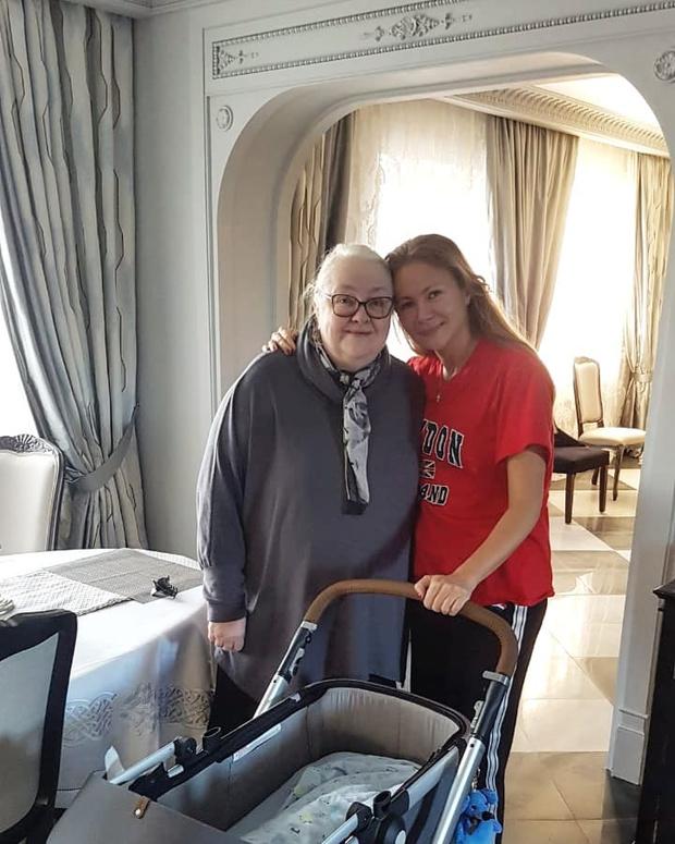 Фото №1 - Мария Миронова показала фото с крохотным сыном и мамой