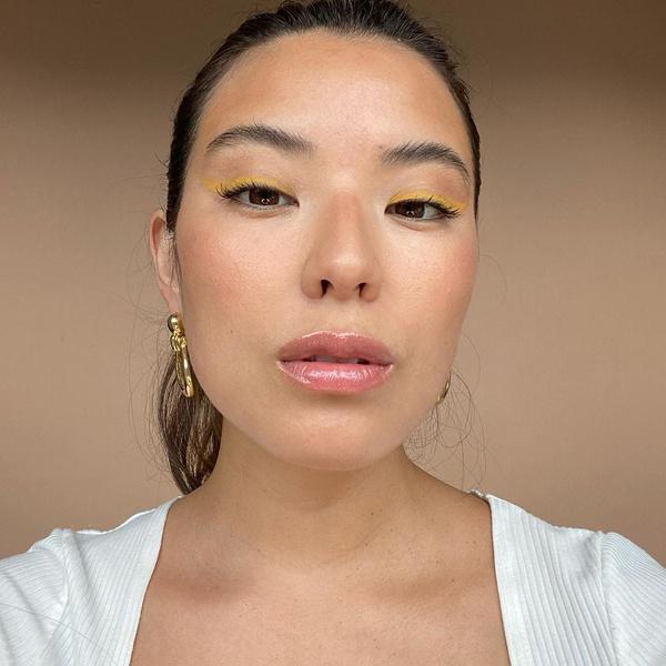 Фото №2 - Желтые стрелки— микротренд из Инстаграма, который стоит попробовать до конца лета