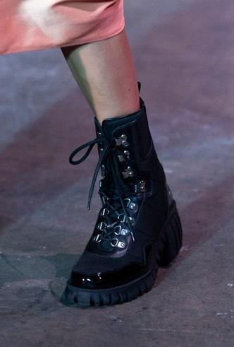 Фото №22 - Полный гид по самой модной обуви для весны и лета 2020
