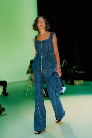 Фото №10 - Какие джинсы будут в моде весной и летом 2021