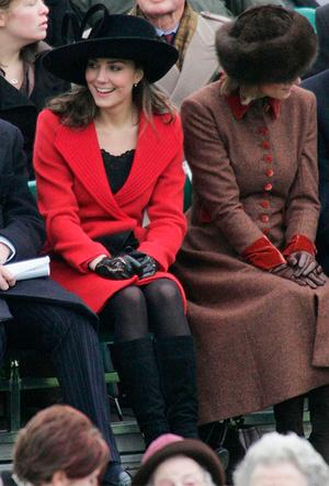 Фото №3 - Фирменные позы и жесты королевских особ (а вы замечали?)