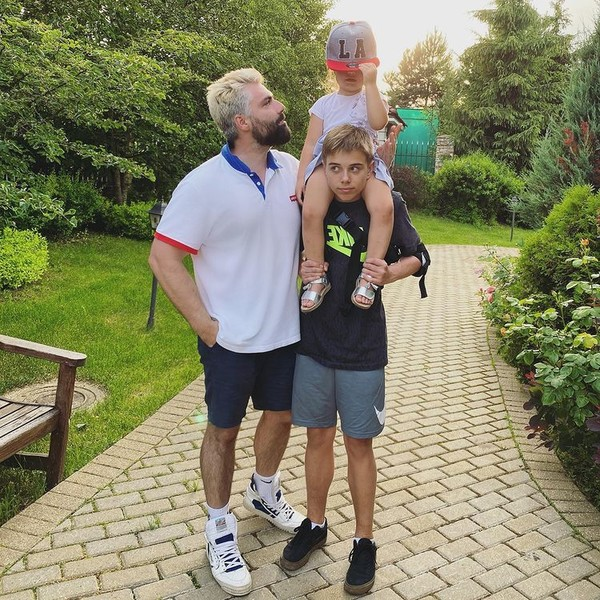 Дмитрий Исхаков с детьми