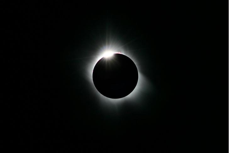 Фото №1 - Жители тихоокеанских стран наблюдали полное солнечное затмение