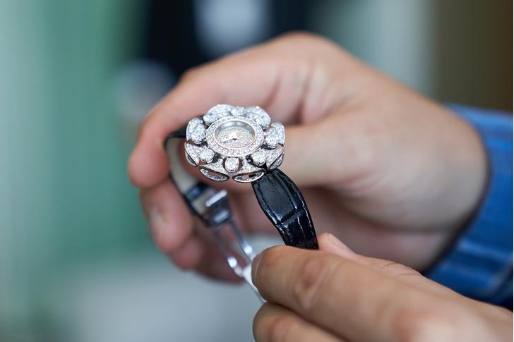 Фото №5 - Змейка, которую хочется приручить: Bvlgari представили новую часовую коллекцию, и ее нужно увидеть