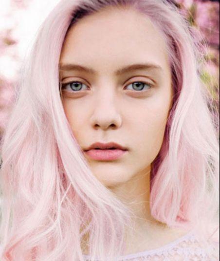Фото №1 - Яркие волосы: какие цвета самые популярные в этом сезоне?