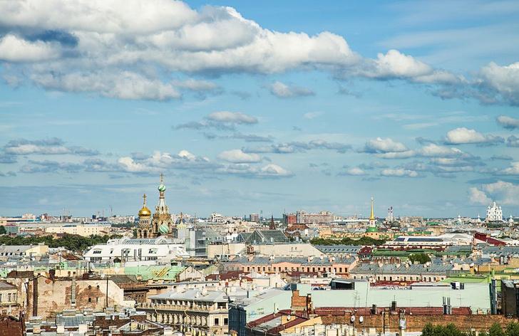 Фото №1 - Туристам в Санкт-Петербурге разрешили гулять по крышам