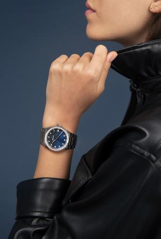 Фото №3 - Космические новинки: Zenith представили женские часы Defy Midnight