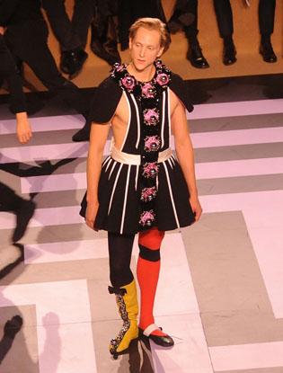 Фото №2 - Prada создали театральный костюм