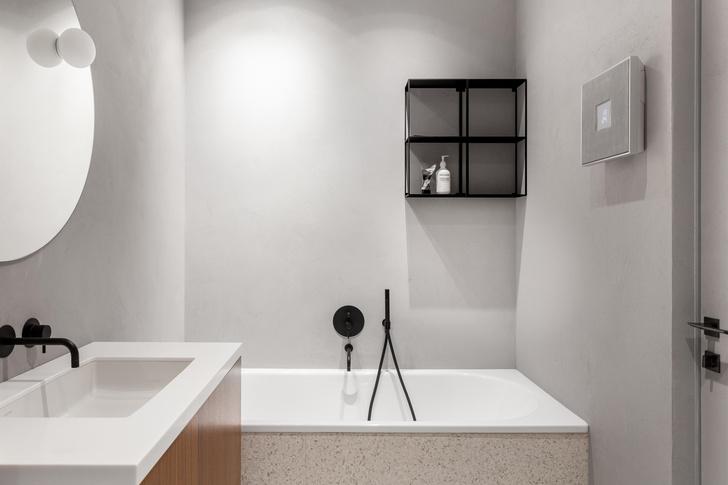 Фото №11 - Черный интерьер с теплыми терракотовыми акцентами: квартира 100 м²