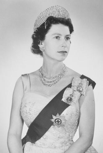 Фото №15 - Королевские драгоценности: самые роскошные украшения Елизаветы II