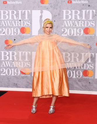 Фото №1 - 15 нелепых нарядов с красной дорожки BRIT Awards