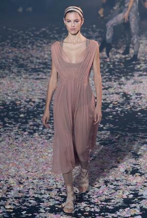 Фото №15 - Плиссе и круазе: как одежда балерин вновь вернулась в моду