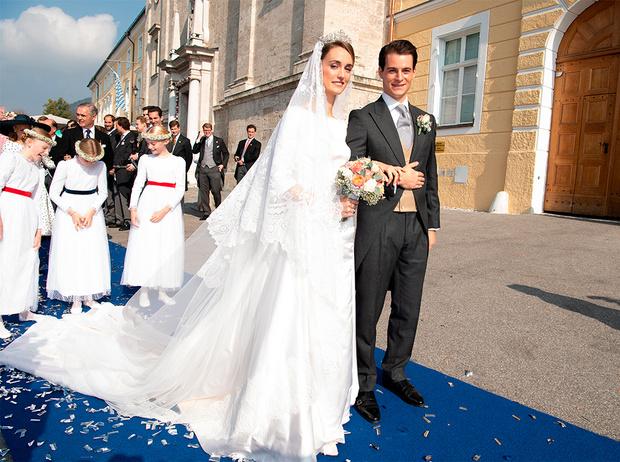 Фото №7 - Баварская принцесса Софи вышла замуж в копии платья Меган Маркл