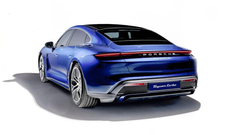Фото №2 - Porsche Taycan: высокое напряжение