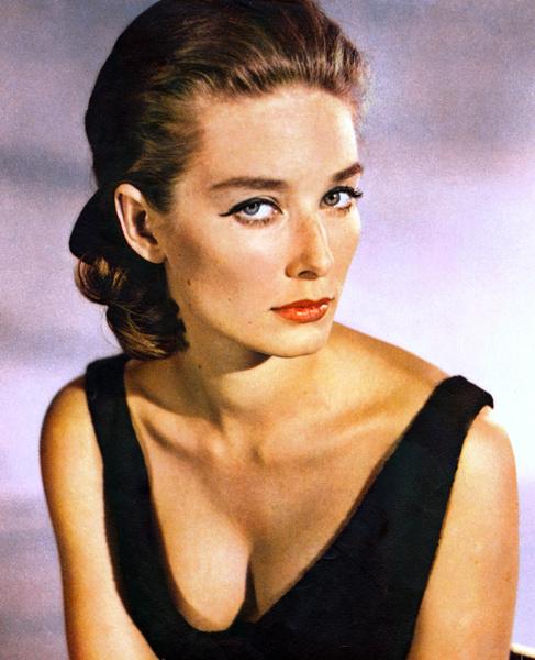 Фото №3 - Девушки Бонда: как менялась внешность подружек супергероя и кто из них стал жертвой «проклятия 007»